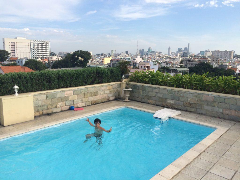 ホーチミンのAirbnbのプール
