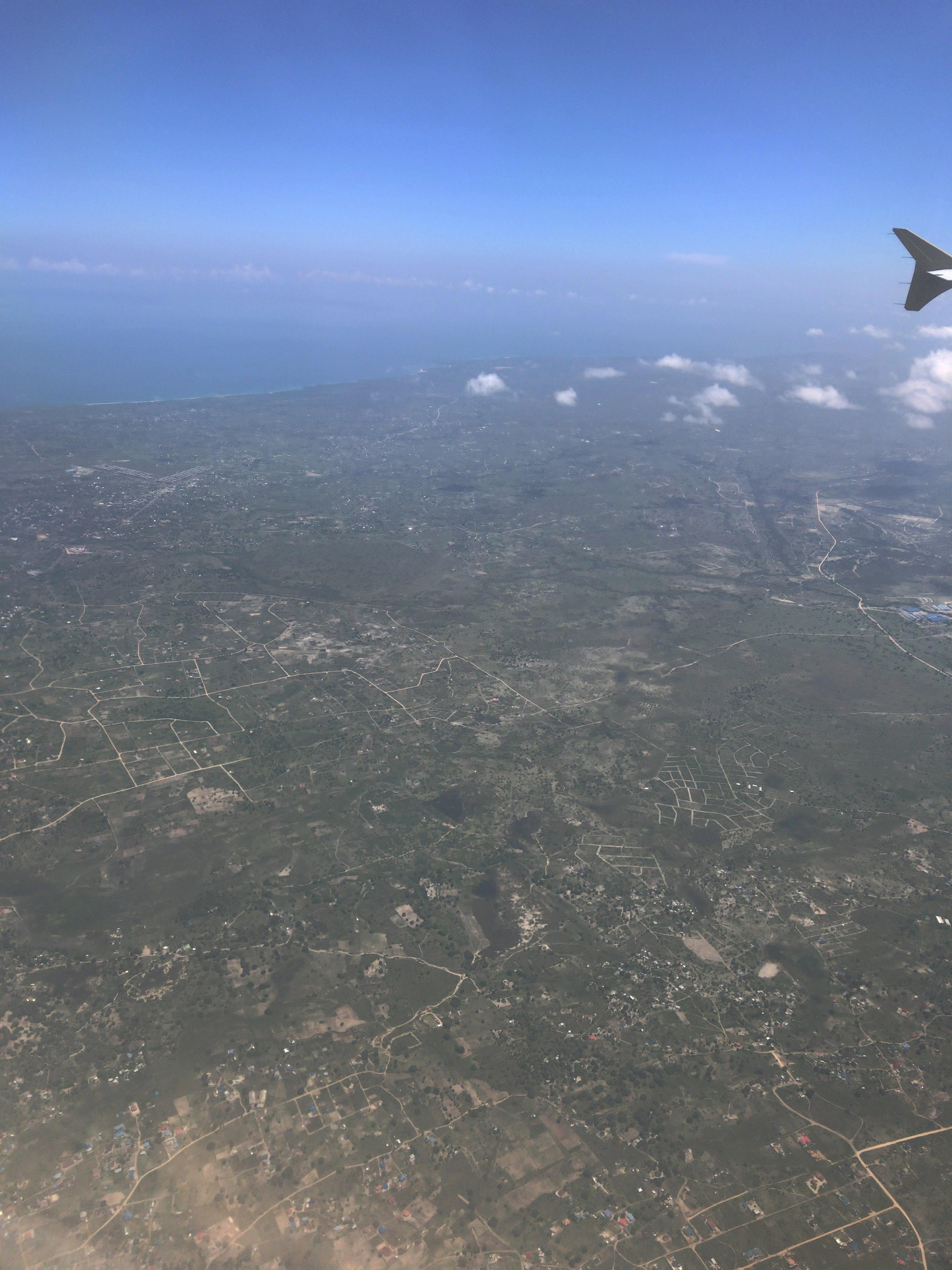 ダルエスサラームを空から海側