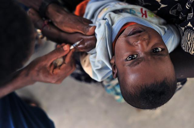 ワクチンうたれる子供