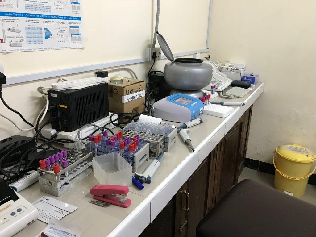 血液検査室2