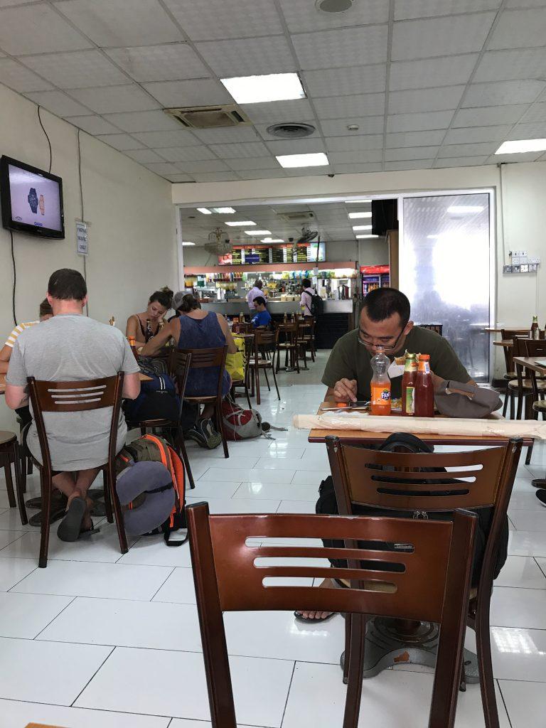 ジュリウス・ニエレレ国際空港内カフェ