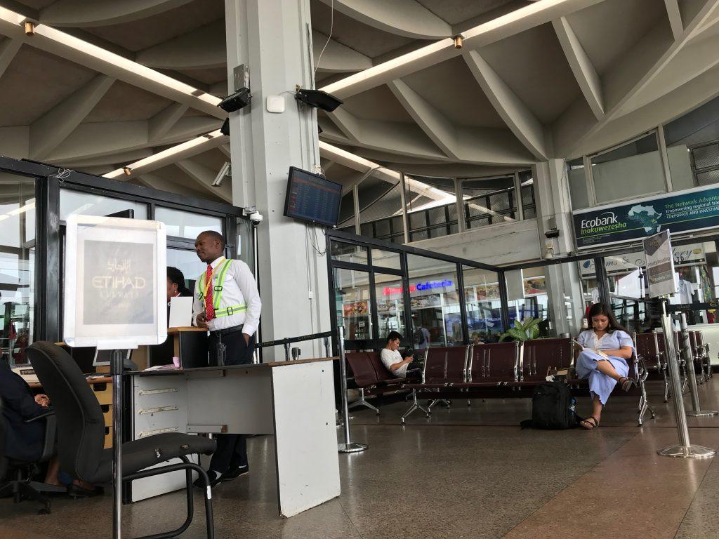 ジュリウス・ニエレレ国際空港内