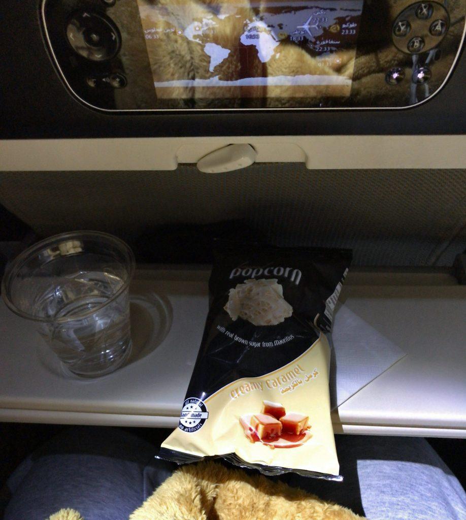 機内食1日目と2回目の間に出たお菓子
